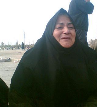مادری گریان و دلشکسته از غم از دست دادن فرزند